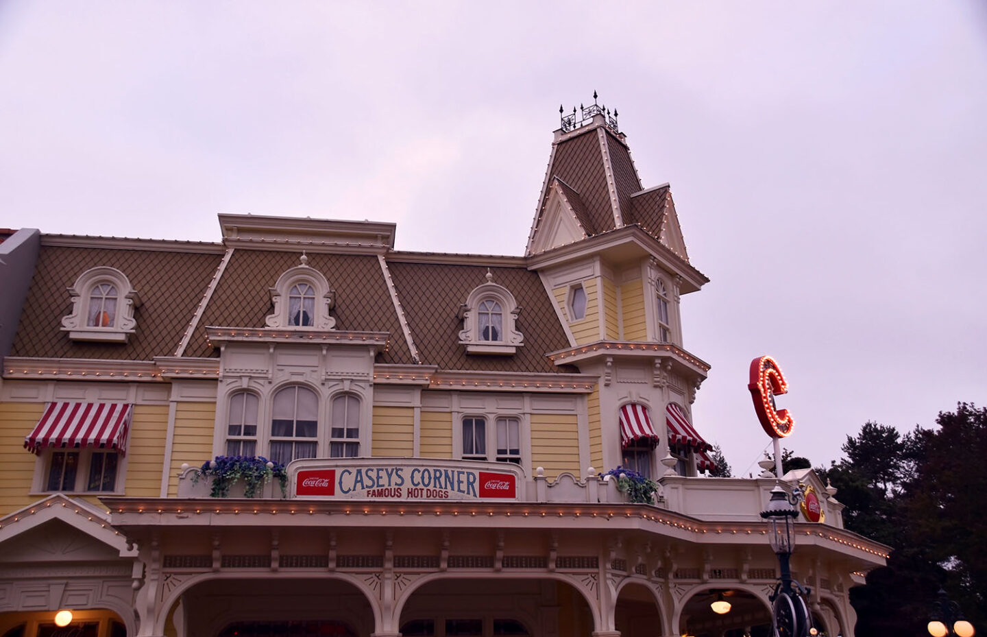 Dining at Disneyland Paris | Casey's Corner